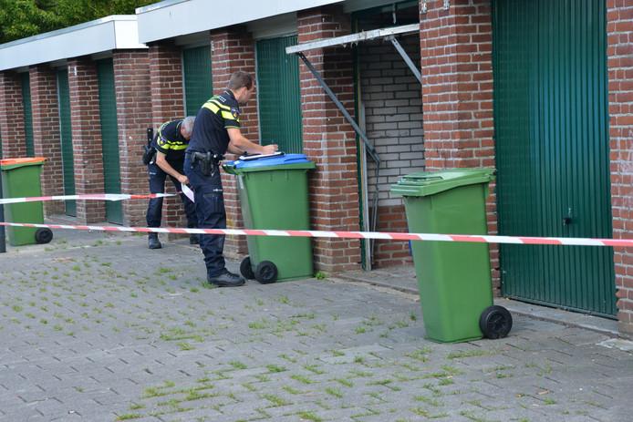 De garagebox aan de Ruiseledestraat is afgezet met linten.