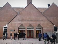Kerken slaan advies kabinet in de wind: tweehonderd gelovigen bijeen in kerk Barneveld