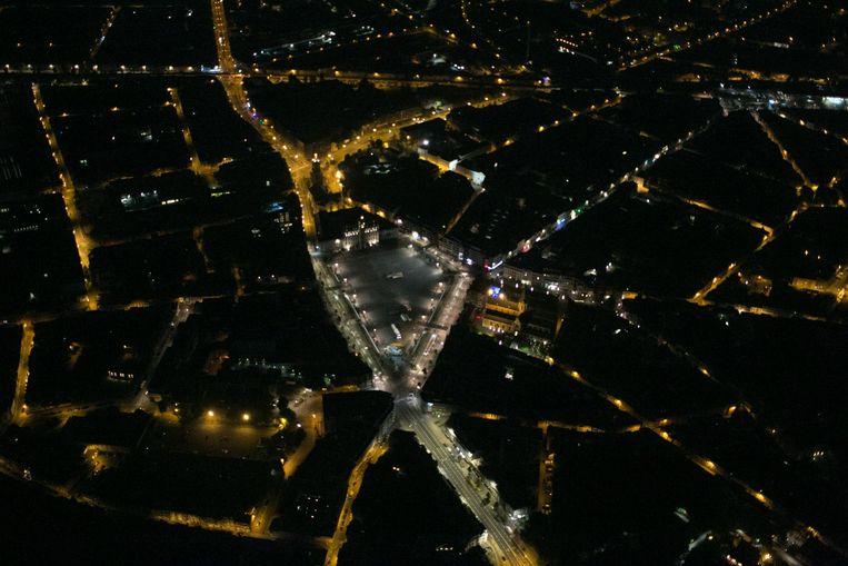 De Grote Markt en het stadscentrum van Sint-Niklaas bij nacht.