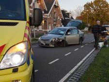 Brokkenpiloot botst op twee voertuigen in Dedemsvaart