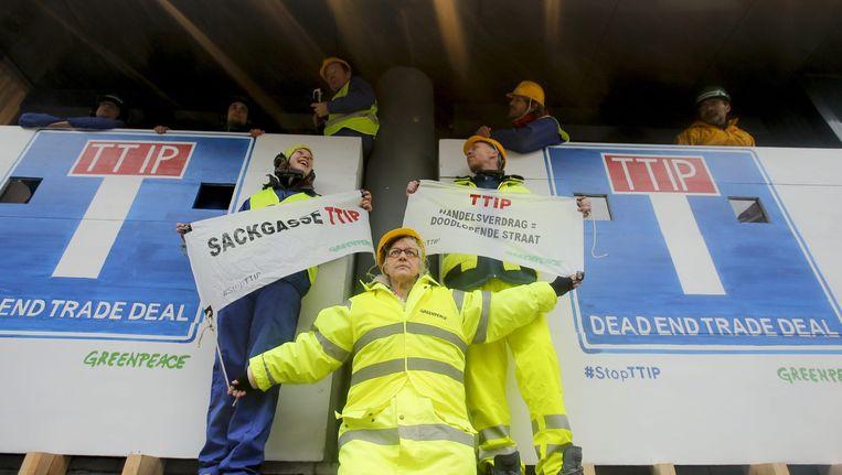 Greenpeace demonstreert tegen TTIP in Brussel, februari dit jaar. Beeld anp
