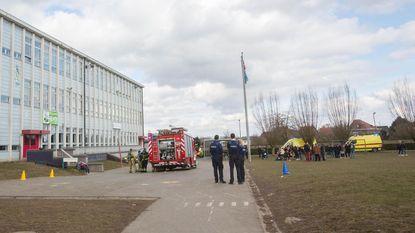 Zeven leerlingen en leerkracht naar ziekenhuis