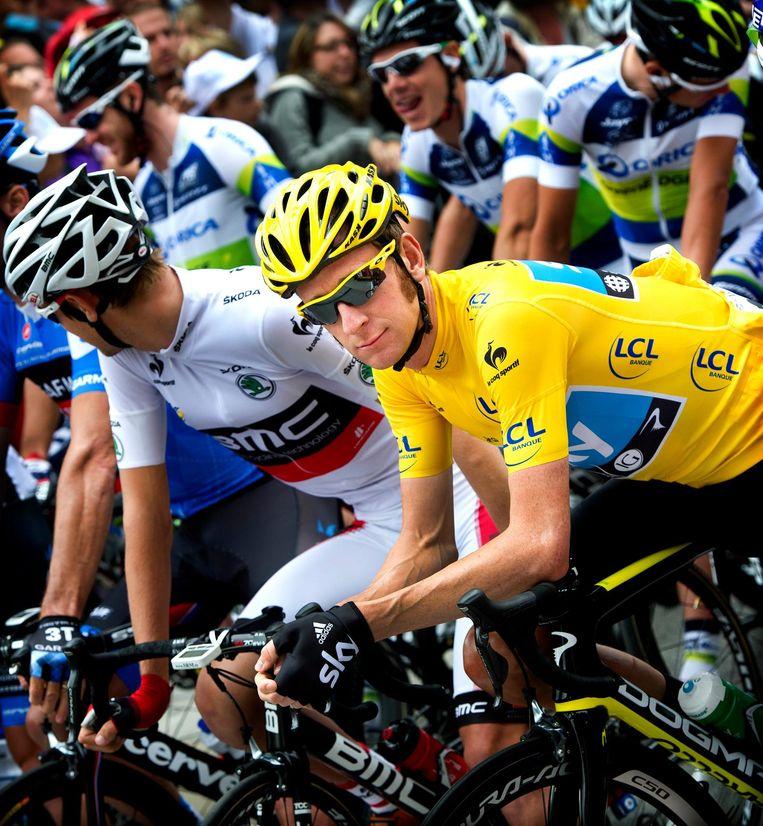 Bradley Wiggins in de gele trui tijdens de Tour de France van 2012. Beeld Klaas Jan van der Weij / de Volkskrant