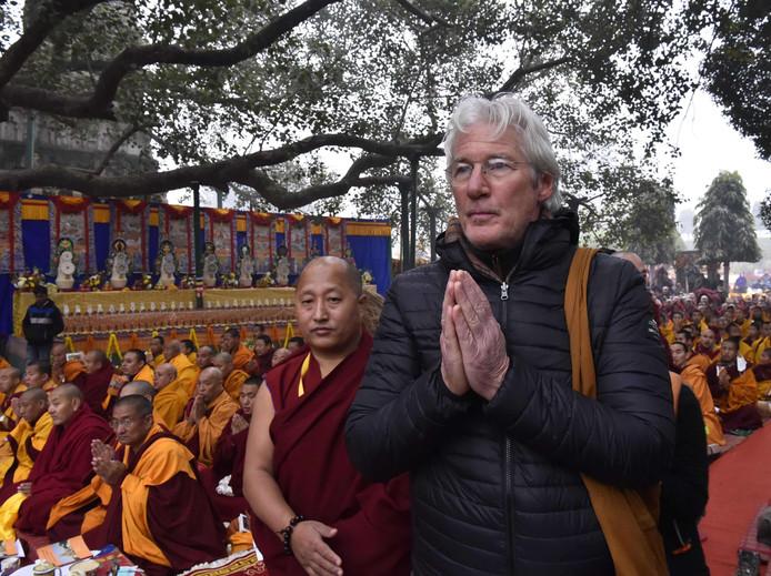 De Amerikaanse acteur Richard Gere komt luisteren naar een lezing van de Dalai Lama in de Indiase stad Bodhgaya. Foto Suman