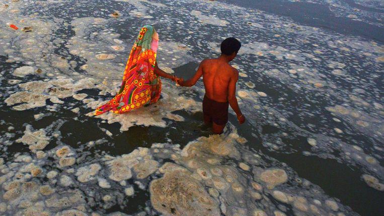 Een bad in de heilige rivier. Beeld AFP