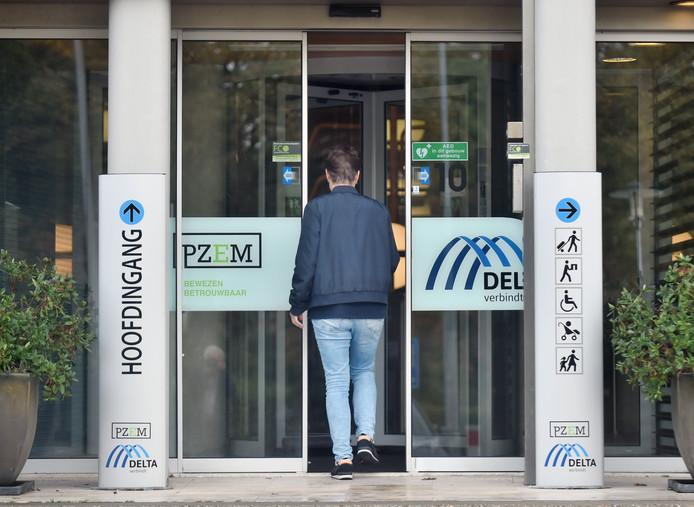 De entree van het hoofdkantoor van PZEM en Delta in Middelburg.