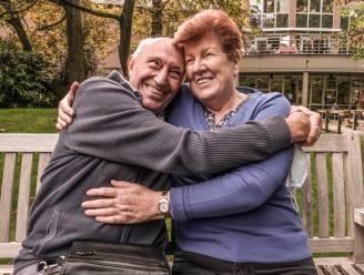 """""""EIN-DE-LIJK! Ik had het echt niet langer uitgehouden"""": bewoners woonzorgcentra mogen weer knuffelen en op uitstap"""