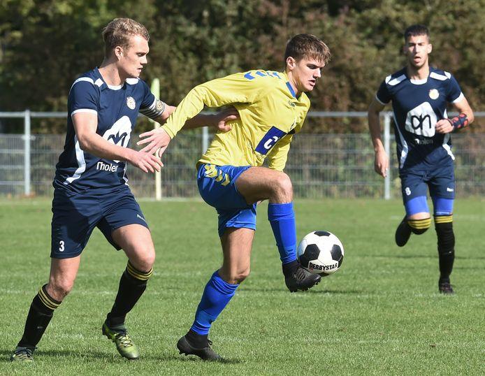 Maarten Hazelaar zette Oostkapelle/Domburg zaterdag op 1-0 tegen SSV'65.