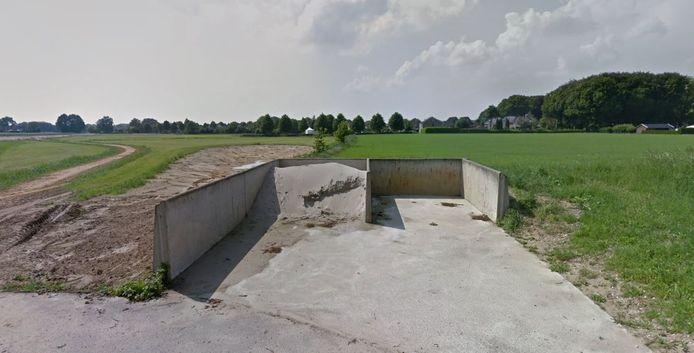 De plek waar woningen zouden moeten komen, aan de grens van Nieuw-Wehl.
