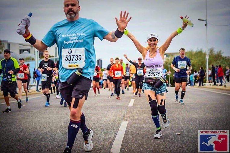Wendy Dhaen en Rudi Cornelis onderweg tijdens de marathon in Berlijn.