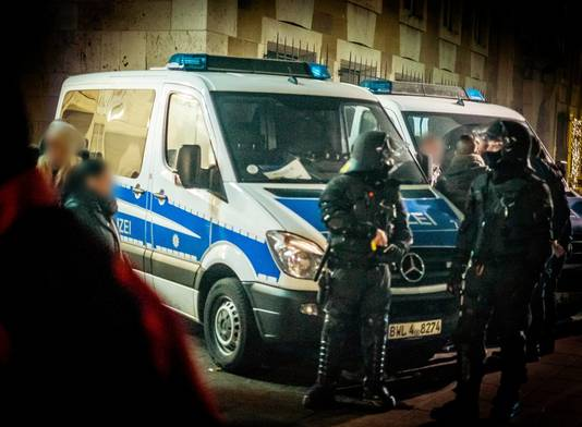 Politie in Stuttgart in Oudejaarsnacht.