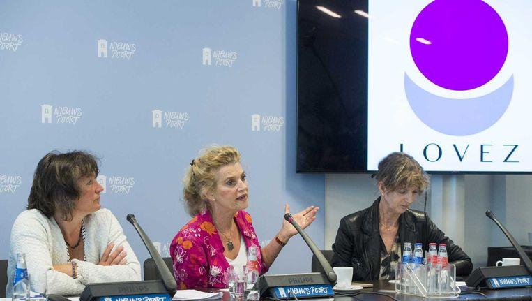Berteld Kok, voorzitter LOVEZ, met naast haar Beatrijs Smulders en Inele Bijlo tijdens de presentatie van een nieuwe organisatie van verloskundigen en zwangere vrouwen. Beeld anp