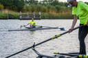 Roeivereniging Tubantia kiest na twee maanden weer het 'ruime sop' van het Twentekanaal.