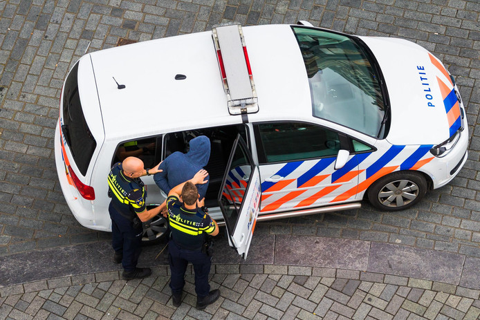 Aanhouding door politie.
