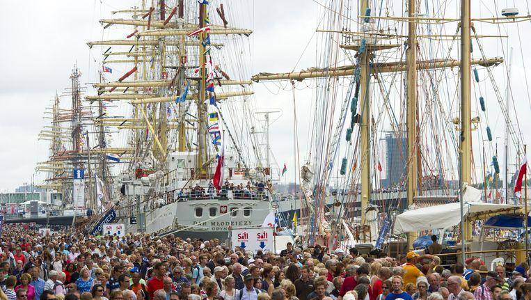 Op de foto: Sail 2010. In totaal maken dertien tallships hun debuut morgen tijdens de negende editie in Amsterdam. De organisatie is de hele wereld afgereisd om nieuwe schepen te trekken. Beeld ANP