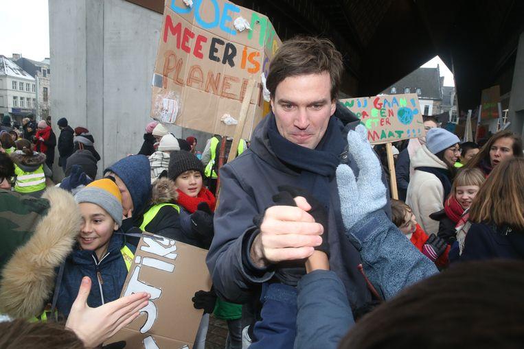 Burgemeester Mathias De Clercq (Open Vld) nam uitgebreid de tijd om de kinderen te groeten.