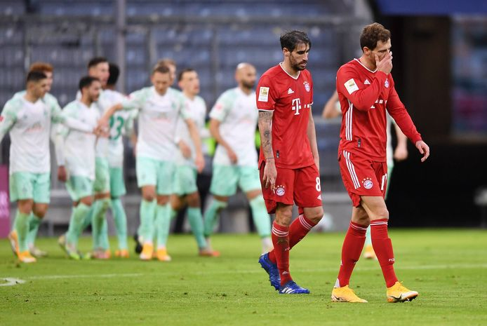 Spelers van Bayern München balen na de tegentreffer.