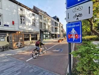 """Aantal fietsende scholieren daalt met de helft in Halle: """"Dé uitdaging? Net meer jongeren op de fiets en de bus krijgen"""""""