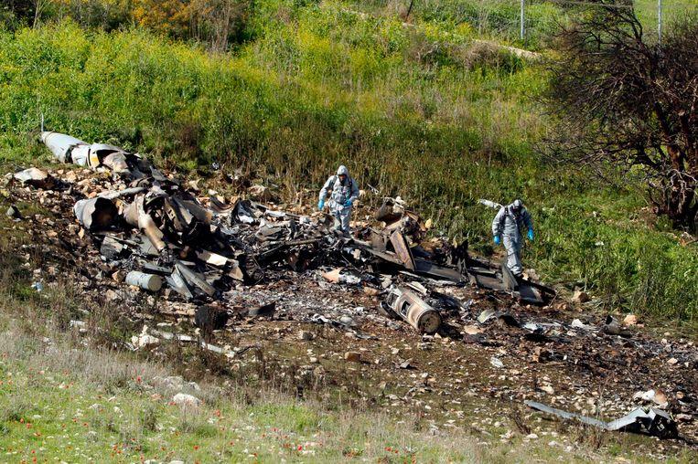 De neergestorte Israëlische F-16. Twee vliegers raakten gewond. Beeld AFP
