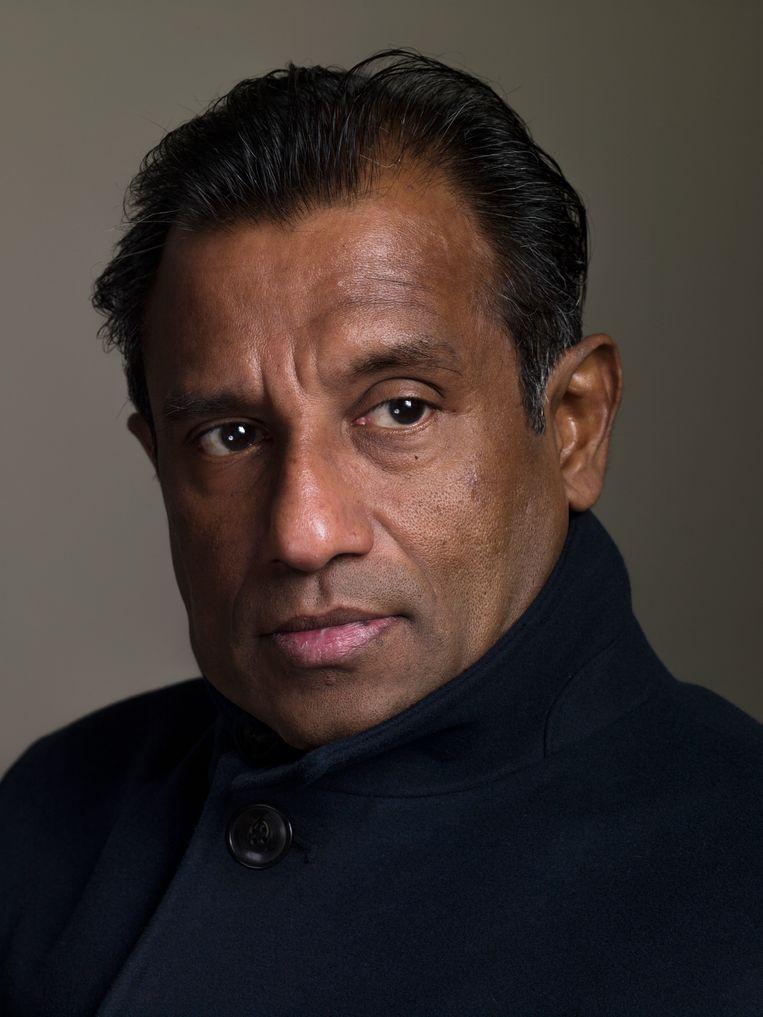 Dr. Prabath Nanayakkara is medisch werkplekmanager van de acute-opnameafdeling in Amsterdam UMC. Hij werd in 1963 geboren in Sri Lanka, waar hij zich ook op het maken van muziek toelegde. Muziek speelt nog steeds een belangrijke rol in zijn leven; onder zijn artiestennaam Serendib brengt hij via Spotify vrolijke popliedjes uit. Beeld Koos Breukel