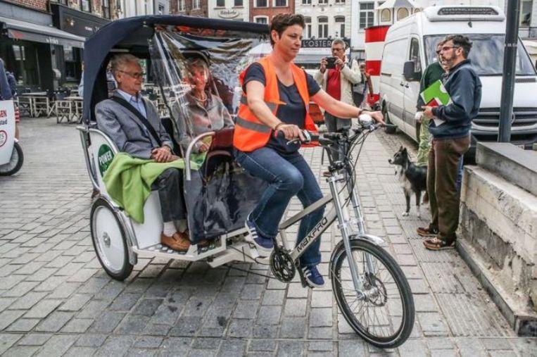 Een Kortrijkse fietstaxi.