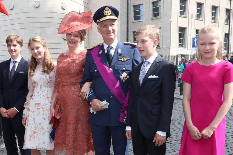 Koning Filip en koningin Mathilde met hele gezin op Te Deum.