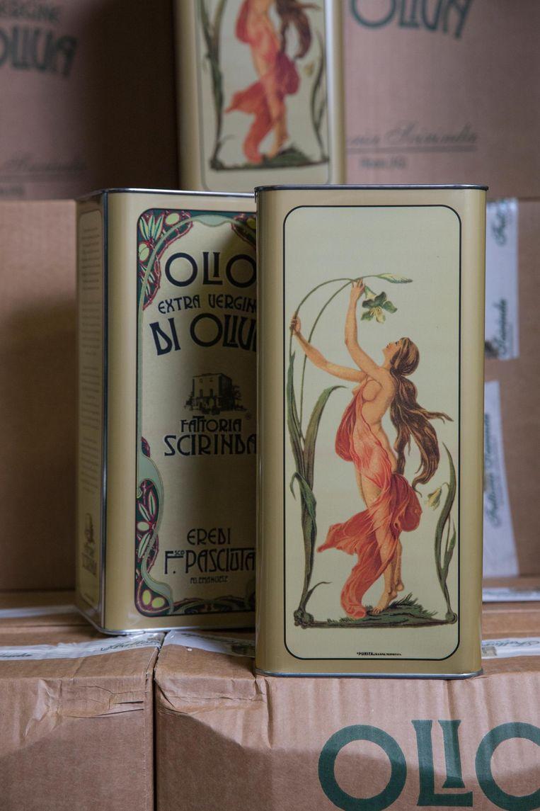 'Het blik met de chick', zoals Gerard Jansen de olijfolie uit Sicilië noemt Beeld Dingena Mol