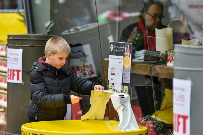 Drie dagen lang stond Waalwijk in december in het teken van het Kersthuis. Inwoners, organisaties en bedrijven zamelden geld in voor het goede doel. Of er dit jaar weer een Kersthuis komt, is de grote vraag.