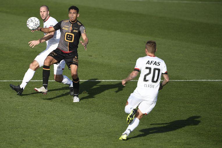 De Camargo scoorde snel de 0-1 in de eerste helft, toen de zon nog scheen.