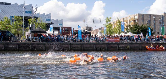 Zwemmers tijdens het  evenement vorig jaar.