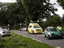Twee gewonden bij botsing tussen drie auto's bij Afferden