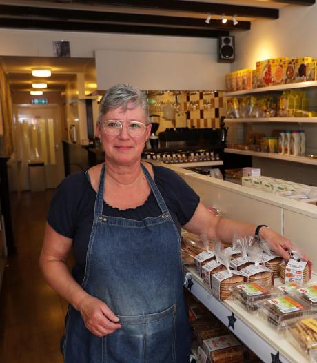 Silvia Gottschall van lunchroom Gluutlooz & Zo is beste winkelier van Zuid-Holland: 'Het is fijn om mensen te helpen'
