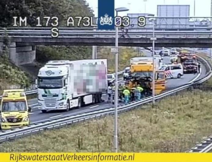 De situatie op de A73 op beeld van Rijkswaterstaat.