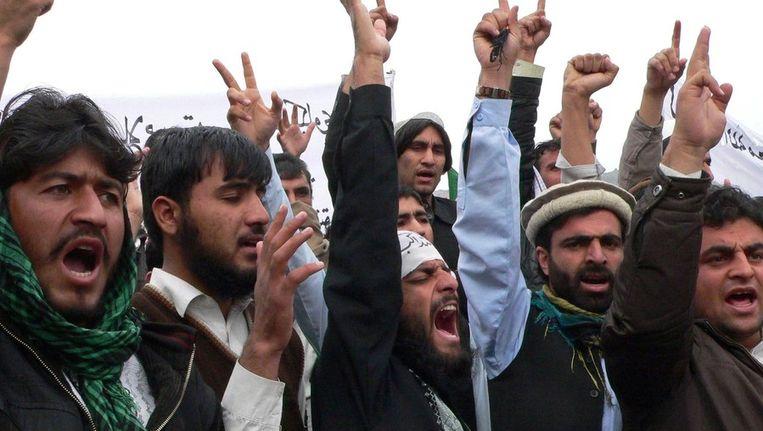 Afghaanse demonstranten in Jalalabad. Beeld null