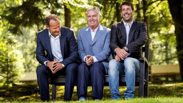 De Bondscoach en zijn assistenten: Guus Hiddink (M), Danny Blind (L) en Ruud van Nistelrooy (R). Beeld ANP