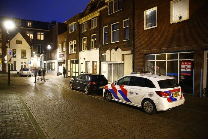 De politie doet onderzoek na de overval bij seksshop Erotica Xqlusive in Zwolle.