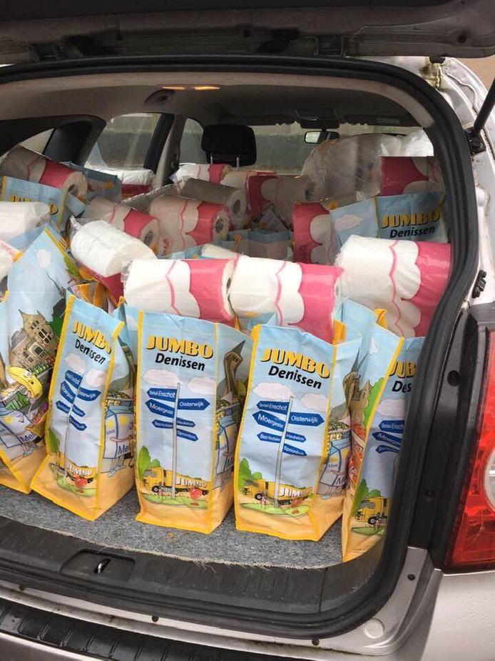 150 Jumbo-tassen gingen als kerstpakketen naar 75 Oisterwijkse huishoudens