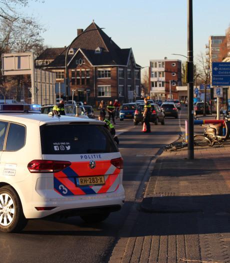 16-jarige jongen rijdt vrouw van de scooter af in Hengelo