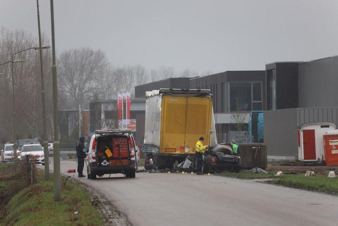 In Ravenstein is een persoon omgekomen bij een auto-ongeluk.