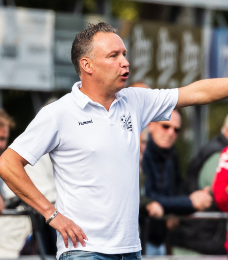 Trainer William Krabbenborg van Sportclub Neede naar Grol