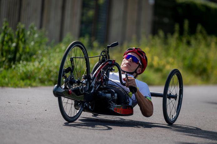 Jennette Jansen won bij het wk para-cycling goud op het onderdeel tijdrit.