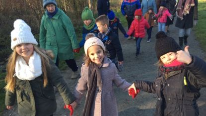 Leerlingen Sint-Lutgardisbasisschool  wandelen voor De Warmste Week