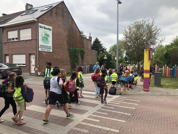 Oppositiepartij ProKA wil de omgeving van kleuterschool 't Kiezeltje nu al veiliger zien. De meerderheid propt alles in ene globaal mobiliteitsplan.