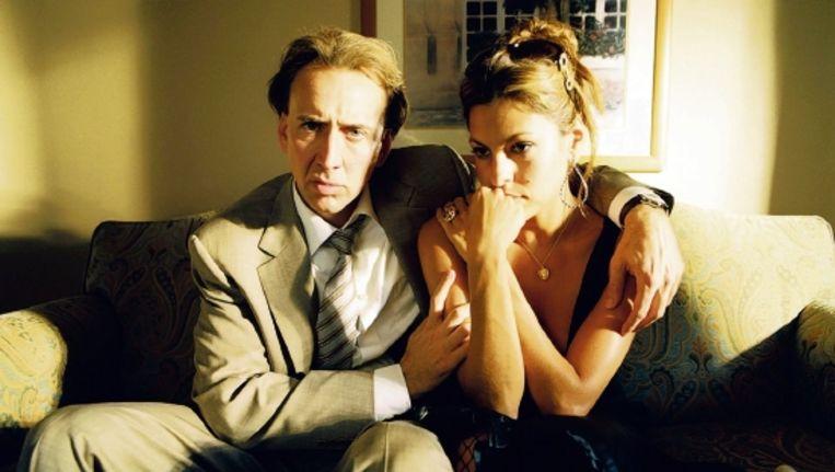 Nicolas Cage (links) werkt alles naar binnen wat hem maar kan verdoven: cocaïne en heroïne, crack en smack, en de pijnstiller vicodin. (Trouw) Beeld
