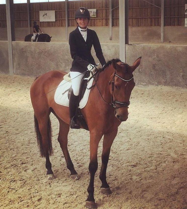 Hylke Castelain is een ervaren amazone en rijdt al paard sinds haar vijfde. Ze is ook bestuurslid van de Westhoekruiters.