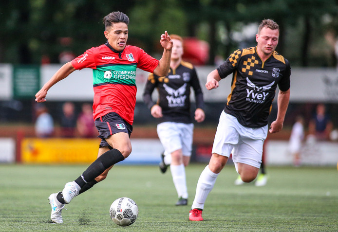 Ragnar Oratmangoen in actie in de voorbereiding op het seizoen 2017/18.