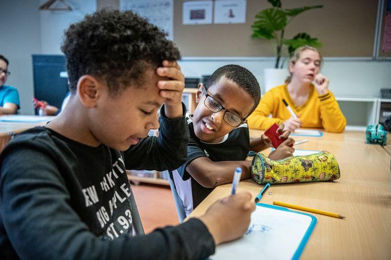 Kinderen van groep 8 op basischool De Lochtenbergh in Tilburg. Beeld Koen Verheijden