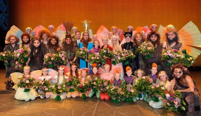 De cast van de musical Droomvlucht.