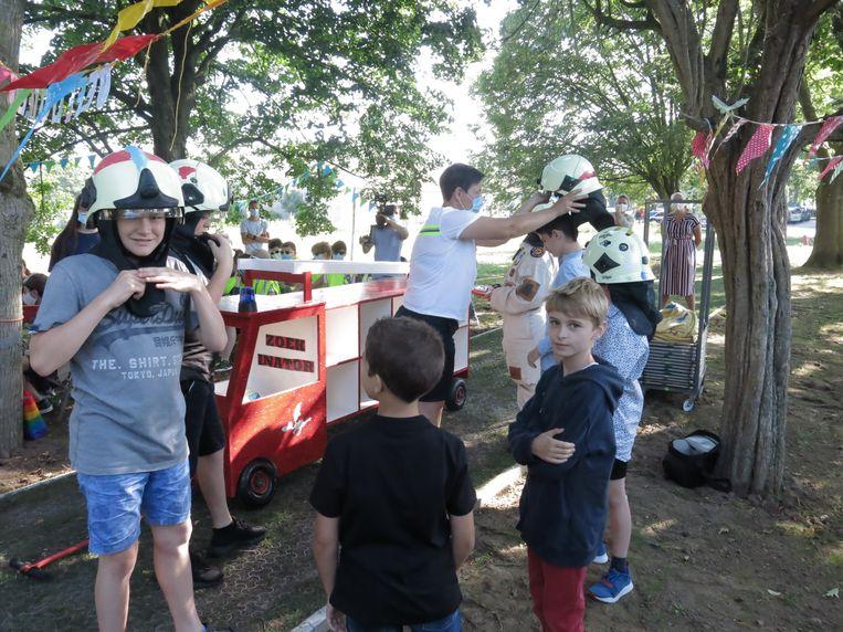 De kinderen testen de 'Zoekinator' uit.