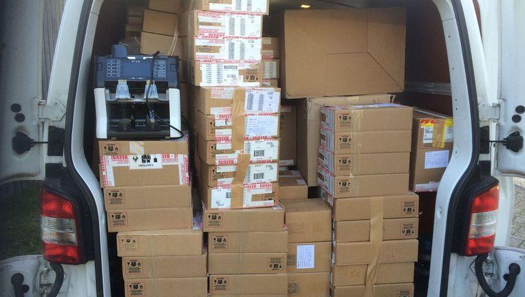 Mobieltjes die door het OM bij de actie in beslag werden genomen Beeld OM